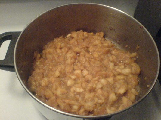 Apples after about 40 minutes of simmering, YUMMY!